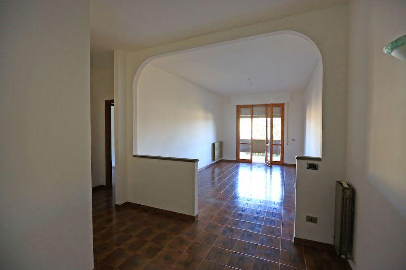 Appartamento da ristrutturare in affitto Rif. 8993817