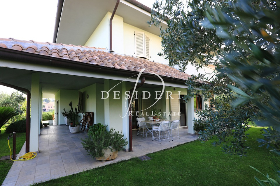 Villa in ottime condizioni in vendita Rif. 6381241