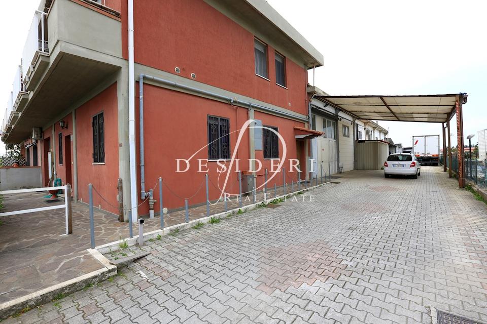 Magazzino - capannone in buone condizioni in vendita Rif. 6381208