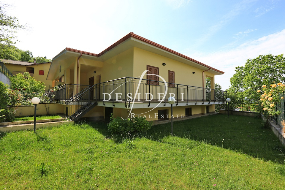 Villa in ottime condizioni arredato in vendita Rif. 6381092