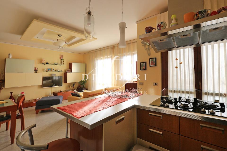 Appartamento in ottime condizioni in vendita Rif. 6381404