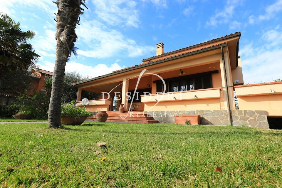 Villa in ottime condizioni in vendita Rif. 6381540