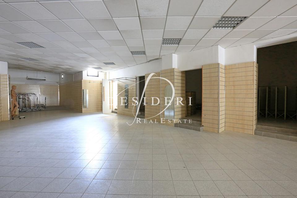 Terreno Commerciale in buone condizioni arredato in affitto Rif. 6690795