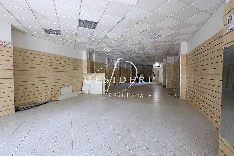 Terreno Commerciale in buone condizioni arredato in vendita Rif. 6690796