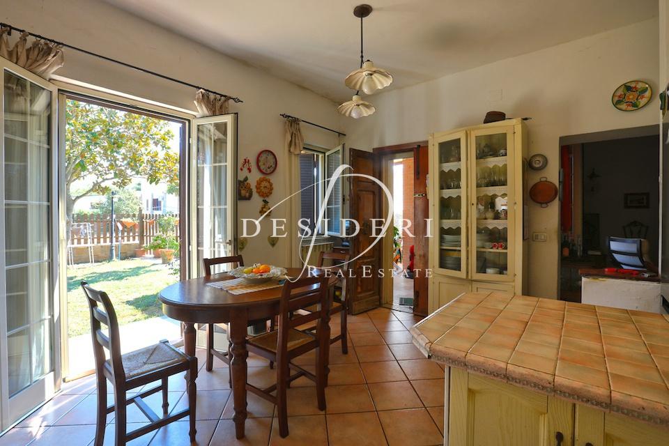 Rustico / Casale in buone condizioni in vendita Rif. 7596336