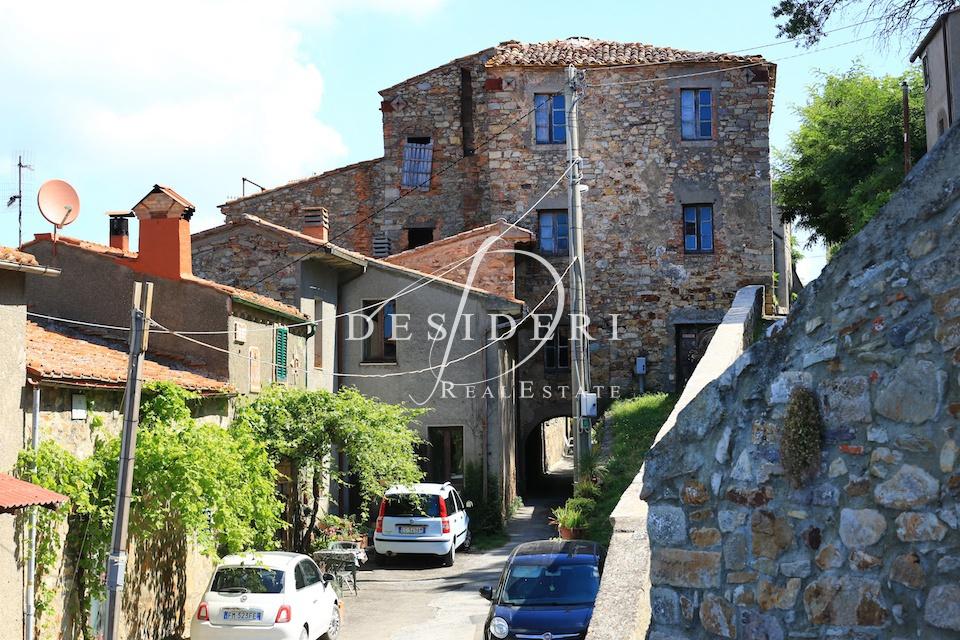 Stabile Intero - Palazzo, 400 Mq, Vendita - Roccastrada (Grosseto)