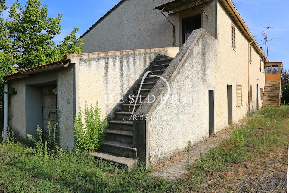 Rustico / Casale in discrete condizioni in vendita Rif. 8377663
