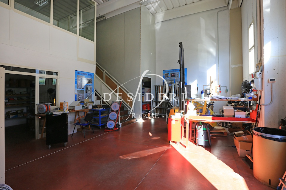 Magazzino - capannone in buone condizioni in vendita Rif. 9949189