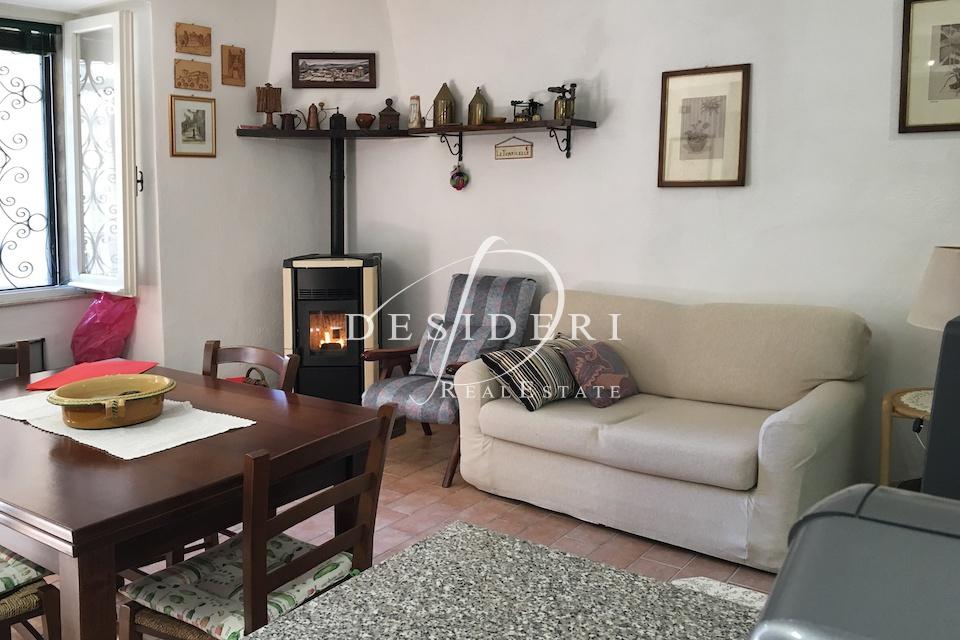 Appartamento da ristrutturare arredato in vendita Rif. 9852396