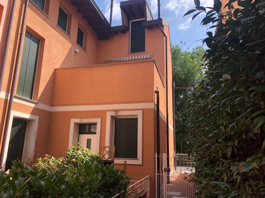 Soluzione Indipendente in affitto a Locate di Triulzi, 3 locali, prezzo € 900 | CambioCasa.it