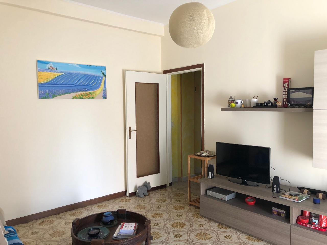 Appartamento in buone condizioni in vendita Rif. 7406324