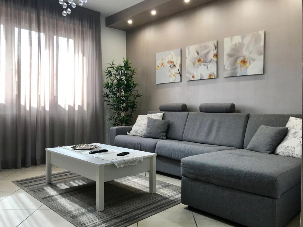 Appartamento ristrutturato arredato in vendita Rif. 9766333