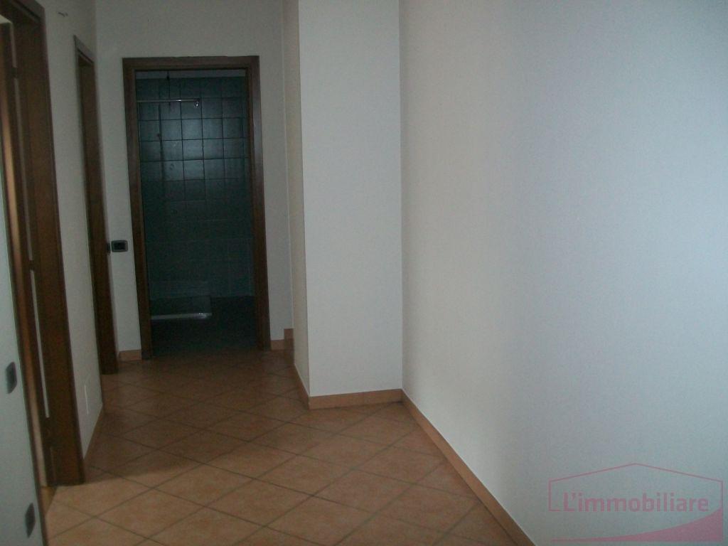 Trilocale bergamo affitto 700 euro 90 mq riscaldamento 23 for Trilocale in affitto bergamo