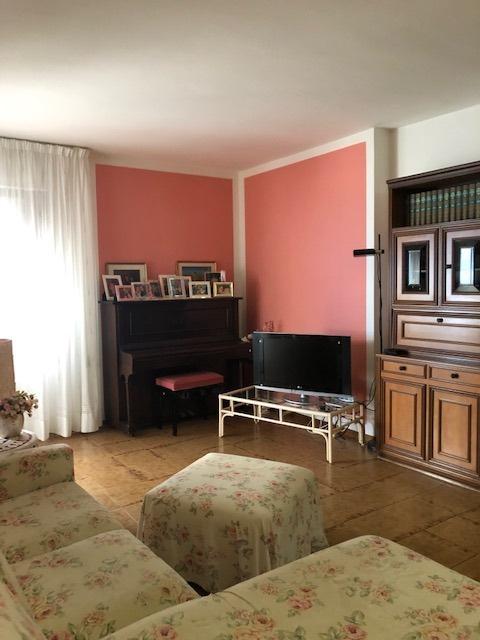 Appartamento in buone condizioni in vendita Rif. 10046625