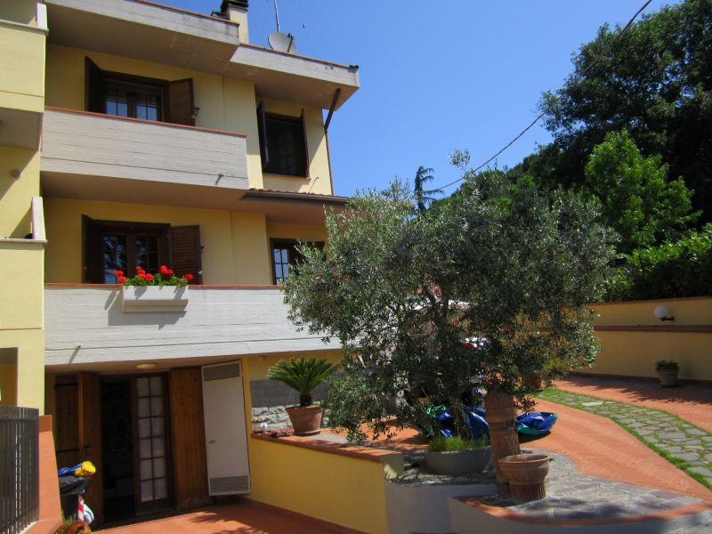 Villa in vendita a Poggio a Caiano, 7 locali, zona Località: comeana, prezzo € 650.000 | Cambio Casa.it