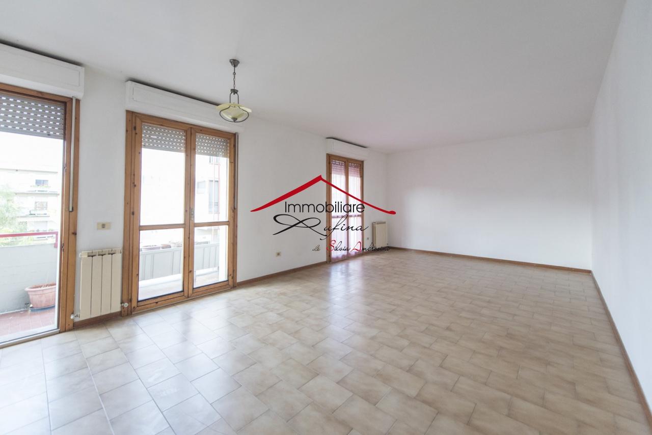 Appartamento in buone condizioni in vendita Rif. 8918321
