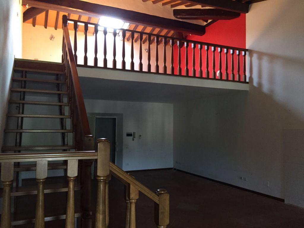 Appartamento in buone condizioni in affitto Rif. 8945042