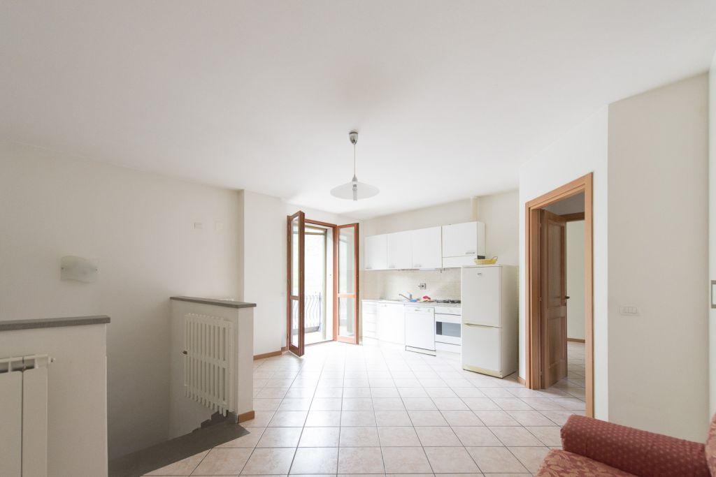 Appartamento in ottime condizioni arredato in affitto Rif. 8945045