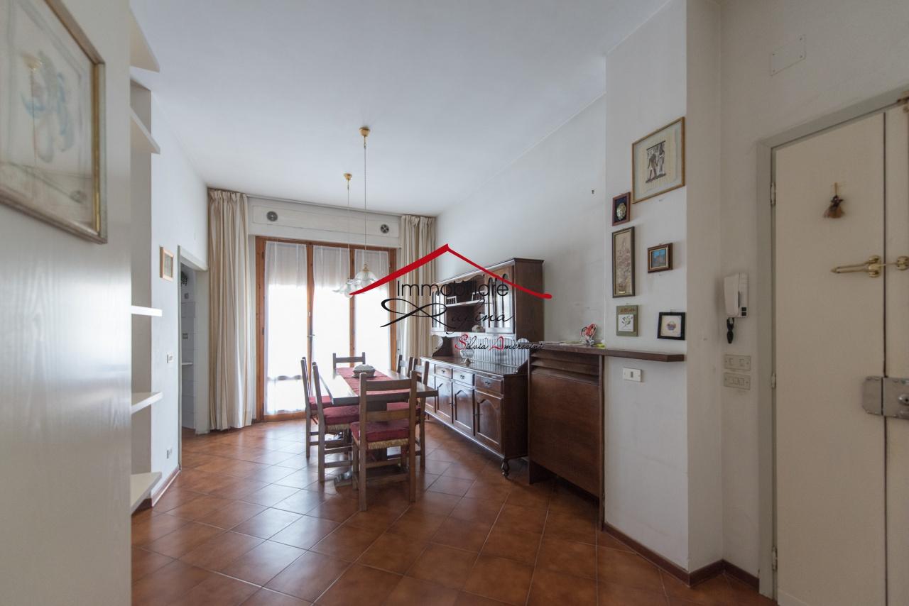 Appartamento in buone condizioni in vendita Rif. 9230824