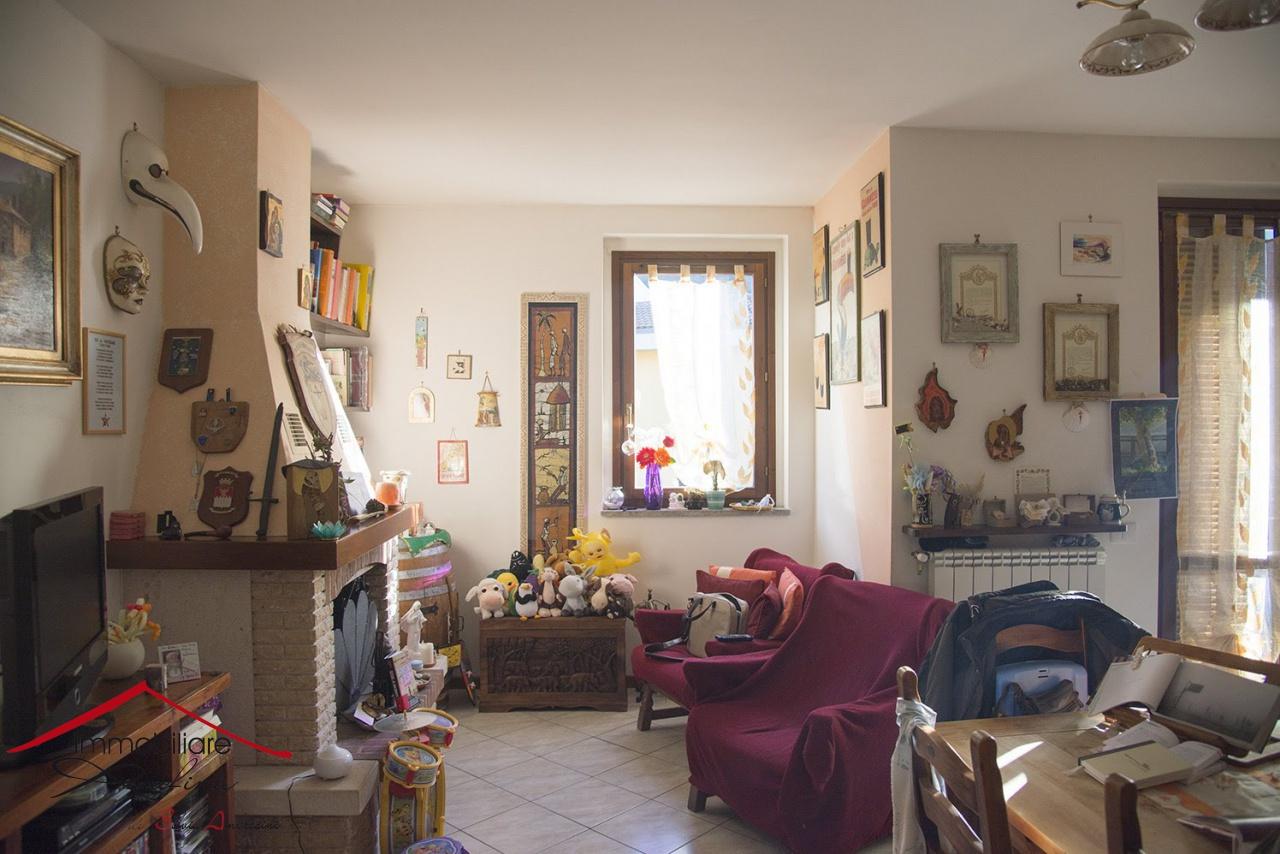 Appartamento in ottime condizioni in vendita Rif. 9603234