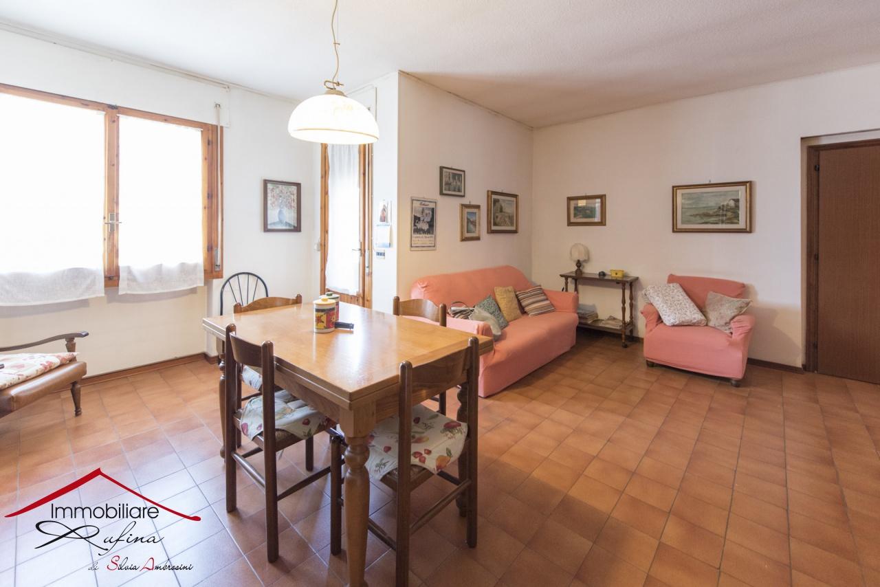 Appartamento in buone condizioni in vendita Rif. 9828396
