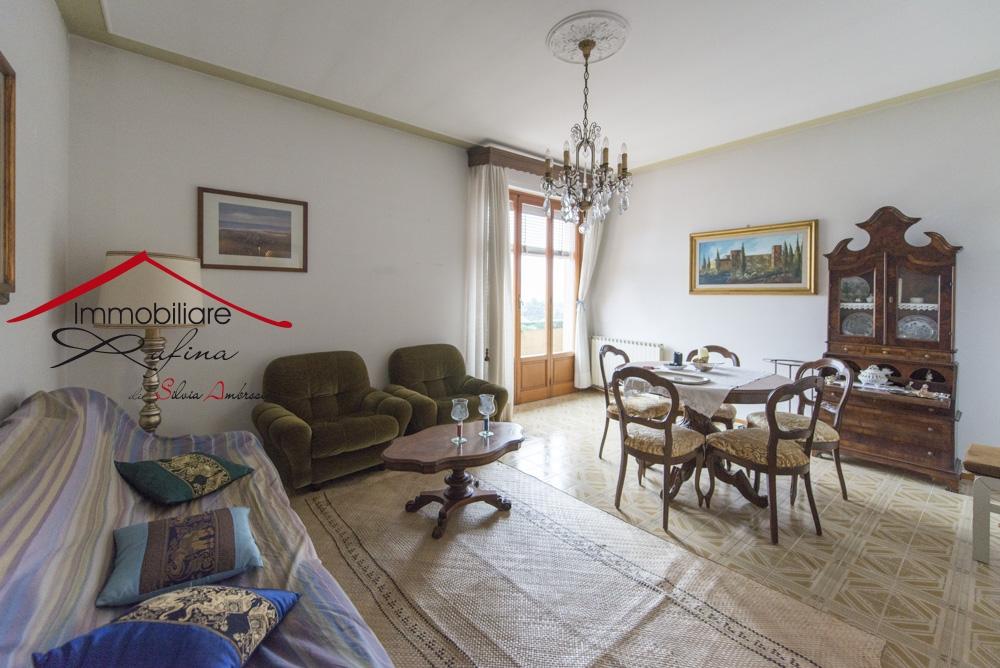 Appartamento in buone condizioni in vendita Rif. 10061647