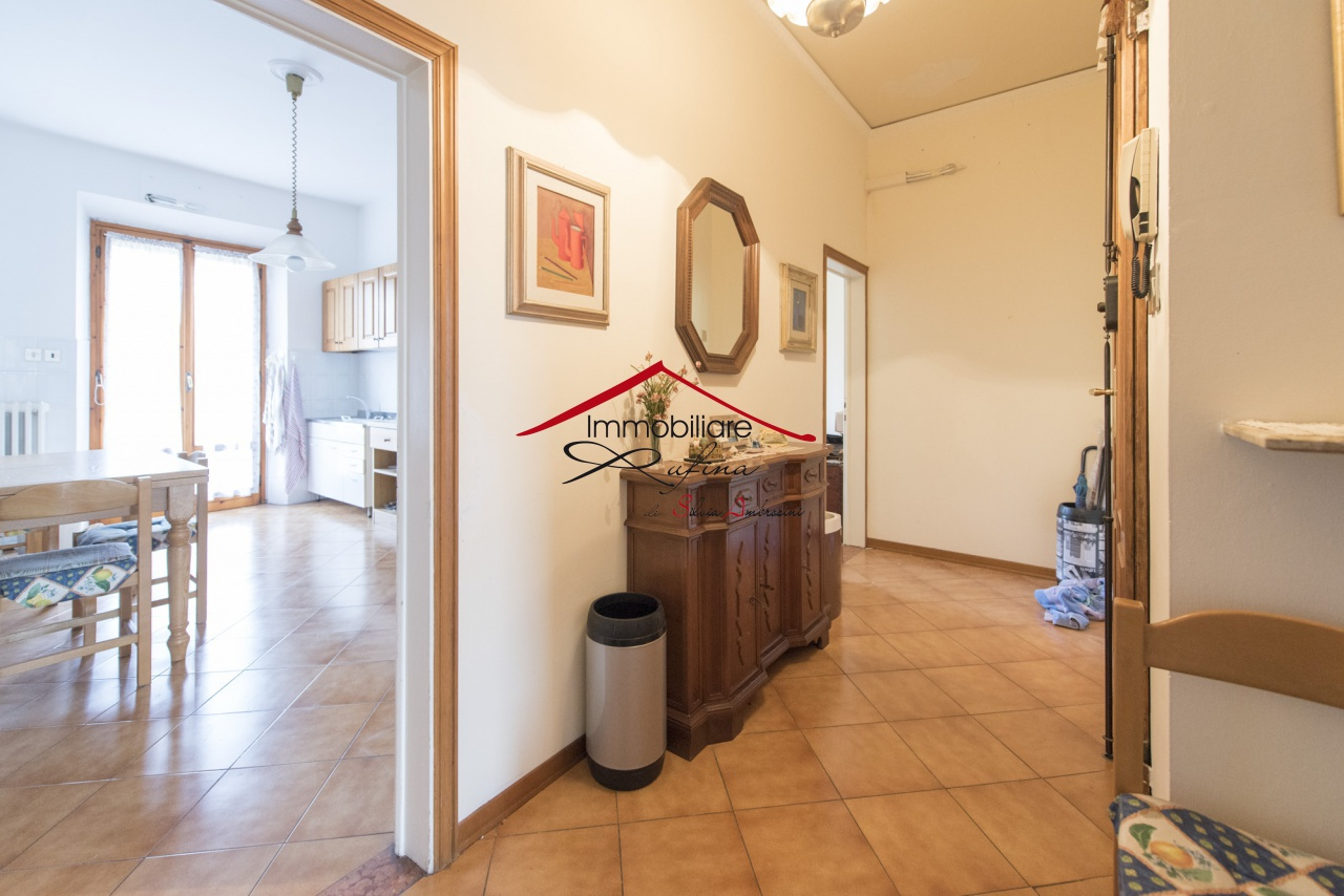 Appartamento in buone condizioni in vendita Rif. 10094465