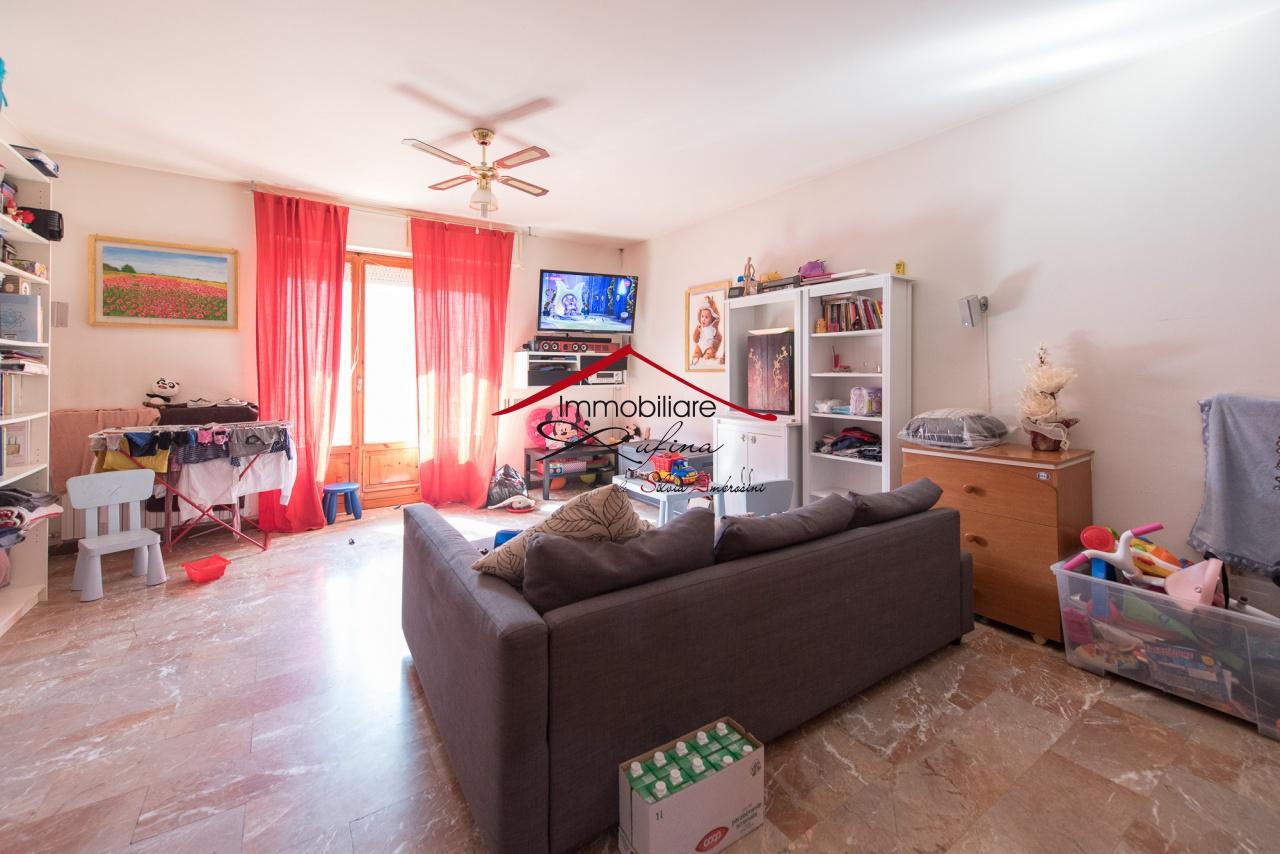 Appartamento in buone condizioni in vendita Rif. 10402695