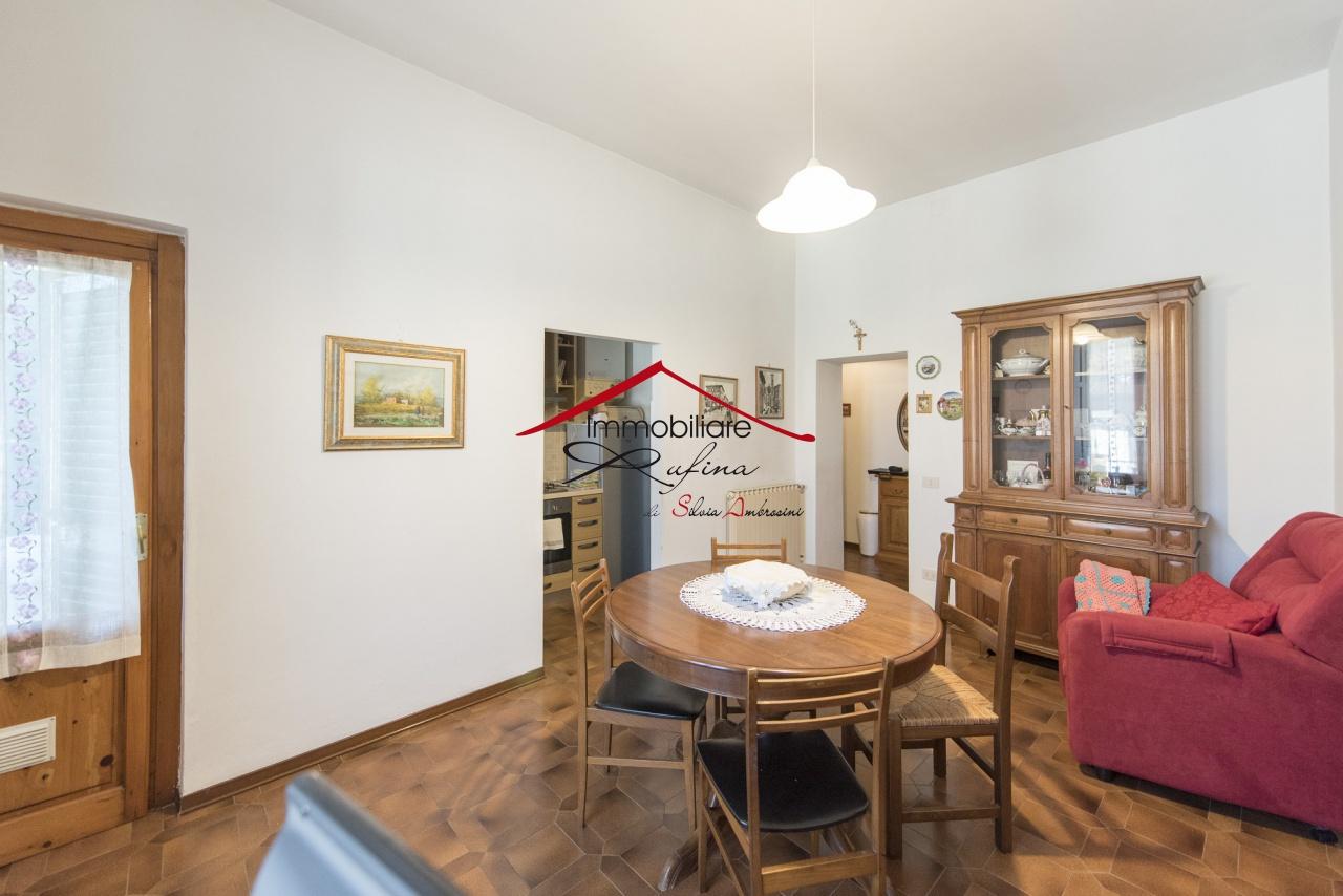 Appartamento in buone condizioni in vendita Rif. 10747464