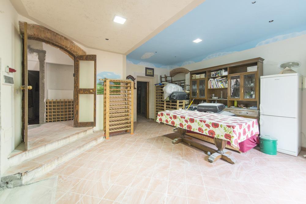 Appartamento in discrete condizioni in vendita Rif. 10893506