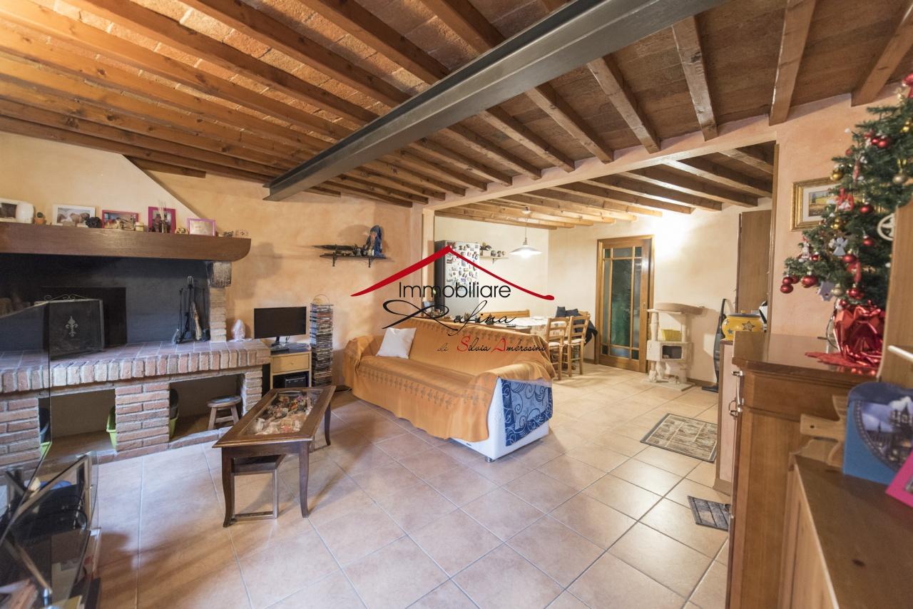 Appartamento in buone condizioni in vendita Rif. 10905516