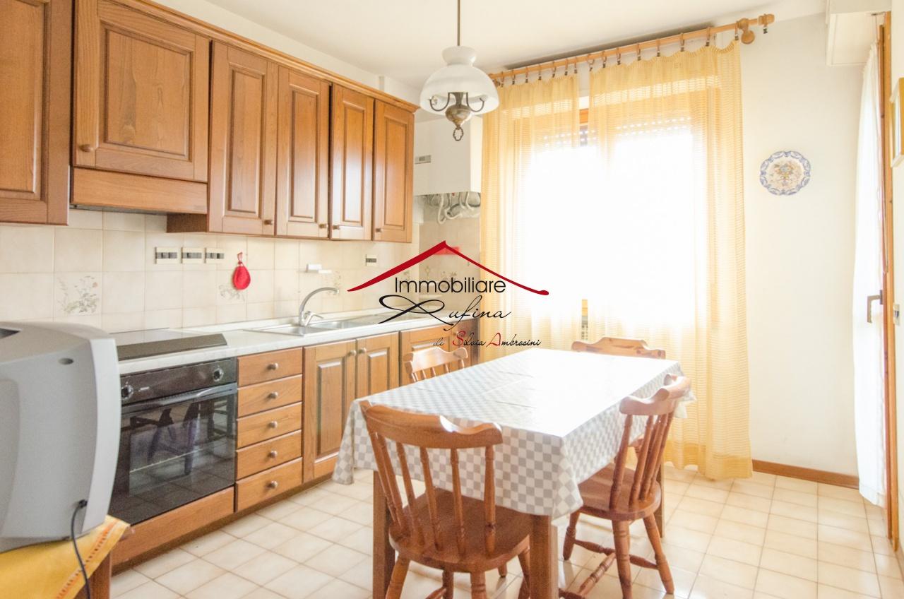 Appartamento in buone condizioni in vendita Rif. 11051694