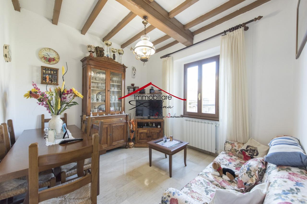Appartamento in buone condizioni in vendita Rif. 11092153