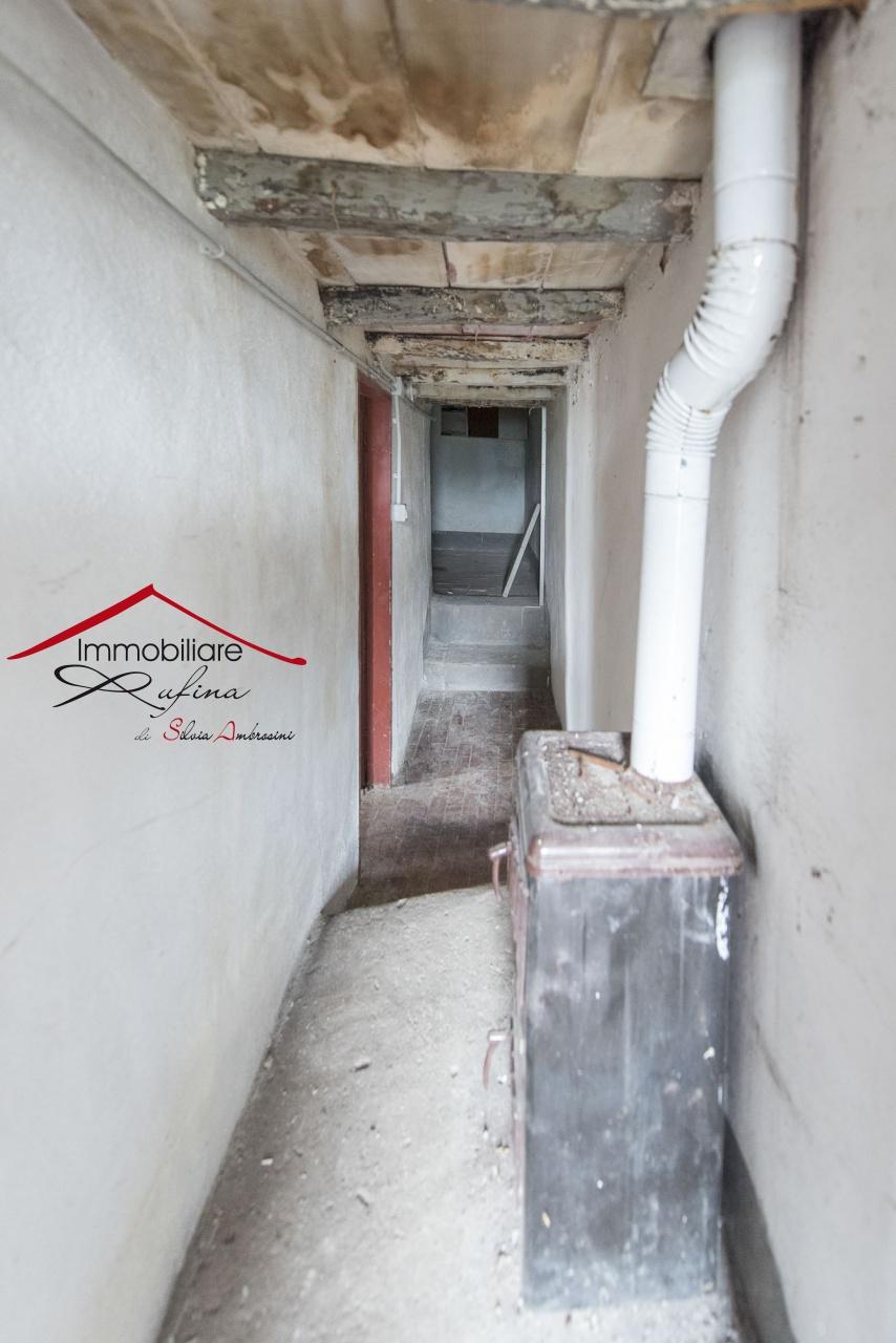 Appartamento in discrete condizioni in vendita Rif. 11585328