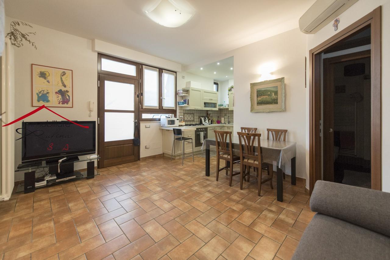 Appartamento in ottime condizioni in vendita Rif. 11690360