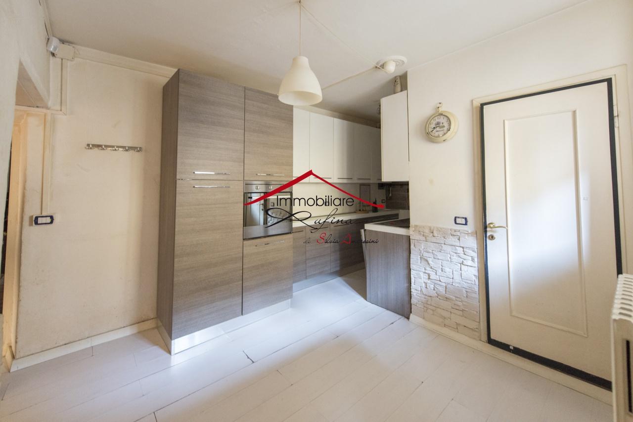 Appartamento in buone condizioni in vendita Rif. 11722941