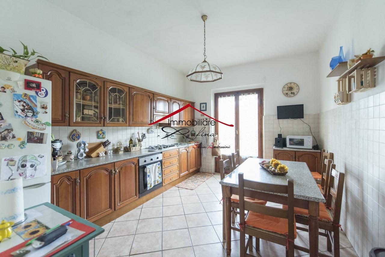 Appartamento in buone condizioni in vendita Rif. 11733013