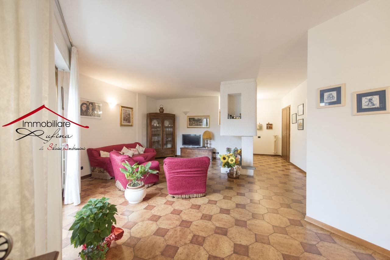 Appartamento in buone condizioni in vendita Rif. 11904288