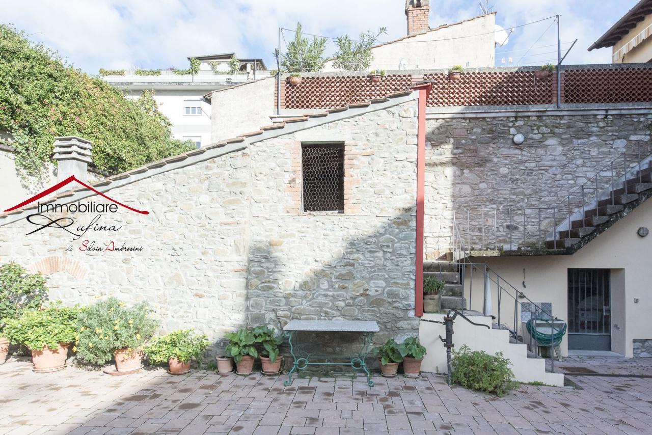 Appartamento in discrete condizioni in vendita Rif. 11904289