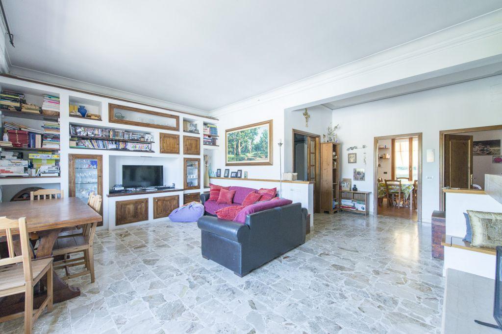 Appartamento in buone condizioni in vendita Rif. 11904293