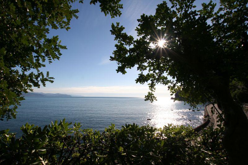 """Locazione stagionale,  ottima posizione,  piccolo e suggestivo  appartamento dall'incantevole  """"terrazza con vista"""", vicino al mare e alle spiagge attrezzate."""