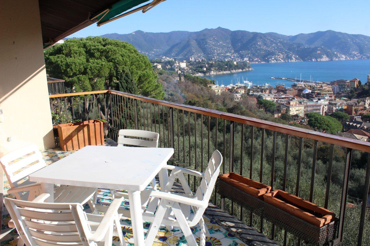 Appartamento in discrete condizioni in vendita Rif. 8670118