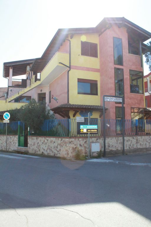 Immobile Commerciale in vendita a Capoterra, 9999 locali, prezzo € 465.000 | Cambio Casa.it