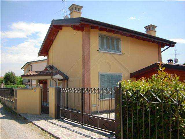 Villa in vendita a Canonica d'Adda, 4 locali, zona Località: CANONICA D'ADDA, prezzo € 300.000 | Cambio Casa.it