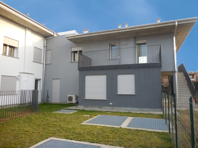 Appartamento in vendita a Brembate, 3 locali, prezzo € 185.000 | CambioCasa.it