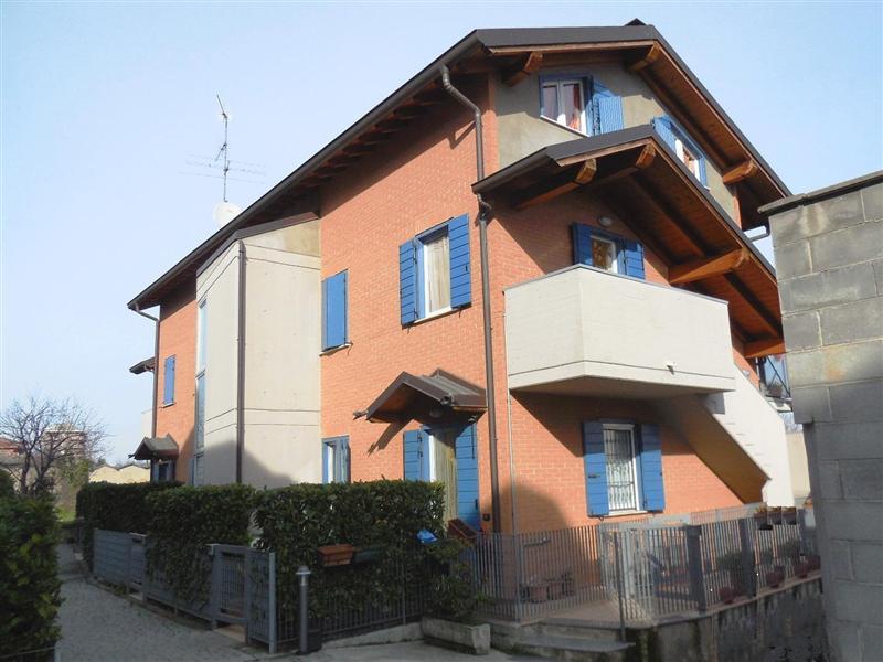 Appartamento in vendita a Vaprio d'Adda, 3 locali, zona Località: VAPRIO D'ADDA, prezzo € 130.000 | Cambio Casa.it
