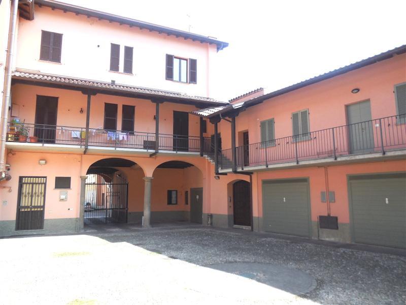 Appartamento in vendita a Vaprio d'Adda, 5 locali, zona Località: VAPRIO D'ADDA, prezzo € 155.000 | Cambio Casa.it