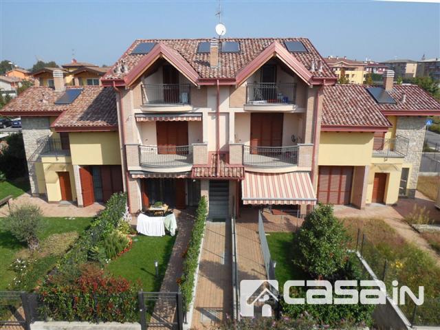 Appartamento in vendita a Vaprio d'Adda, 3 locali, zona Località: VAPRIO, prezzo € 160.000 | Cambio Casa.it