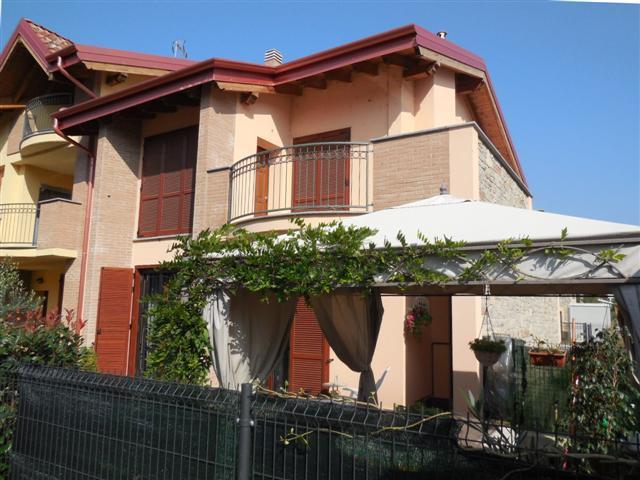 Villa a Schiera in vendita a Vaprio d'Adda, 4 locali, zona Località: VAPRIO D'ADDA, prezzo € 270.000 | Cambio Casa.it