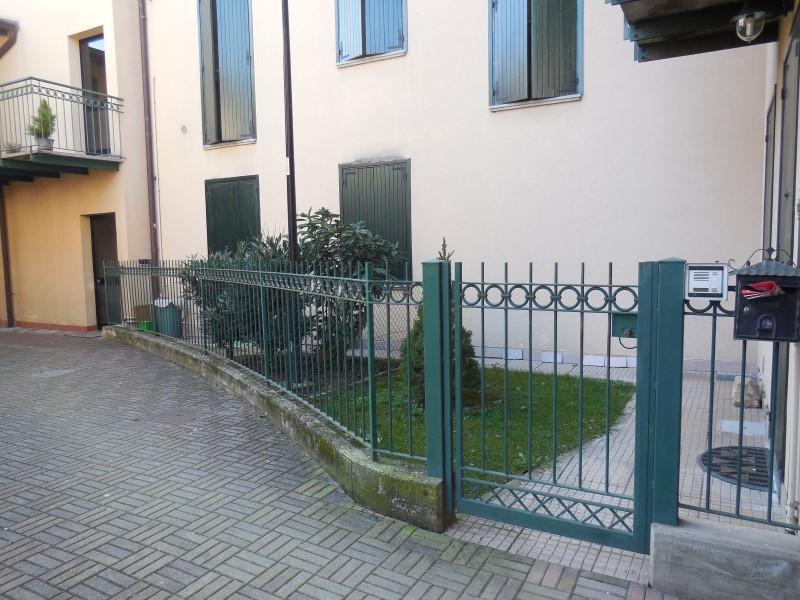 Bilocale Bottanuco Piazza San Vittore 4